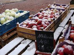 Wochenmarkt (captain_joe) Tags: schnee snow apfel