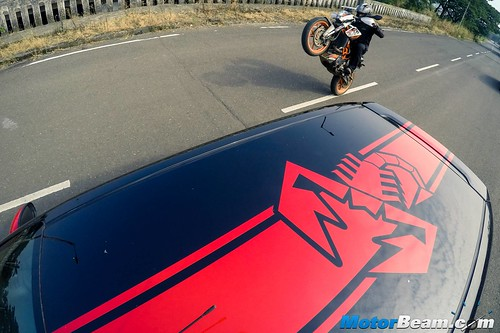 Fiat-Punto-Abarth-vs-KTM-Duke-390-05