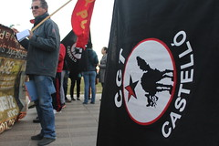 IMG_6204 (Kevin_Laden) Tags: bandera banderas lucha solidaridad lluita vaga castelln juicio huelga cgt castell concentracin solidaritat 14n concentraci pcpe judici encausados