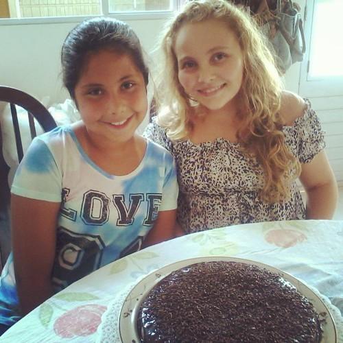 Hoje aniversário da amiga da Rafa com direito a bolo ! Parabéns Lauany! #birthday #bff #instafriends #instagirl