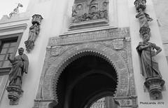 Puerta del Perdn (Landahlauts) Tags: sevilla catedral seville andalucia andalusia andalusien giralda sville andalousie andalusie siviglia catedraldesevilla  andaluzia andaluzja sewilla andaluzio    endls      endulus        andalouzia andalusiya   ishbiliya fujifilmxpro1 fujifilmfujinonxf18mmf2  capitaldeandalucia