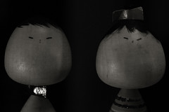 Vintage Nipponese Dolls / _1070086 (doug_r) Tags: blackandwhite bw washington nw fremont centeroftheuniverse blancetnoir vintagelens antiquelens blancoynegre panasonicgf1 1070086 20160213 2016dtrosenoffallrightsreserved fremontweekendmarket carlzeissjenasmall50mmf28tessar lrpostprocconv