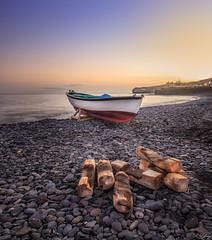 La Lajita - Fuerteventura (f.ray35) Tags: wood sea mer sunlight canon boat bateau plage barque galets