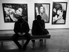 36...Quai des Arts (LACPIXEL) Tags: blackandwhite paris france blancoynegro museum bench flickr photographie noiretblanc banco indoor olympus muse photograph museo capitale fotografia banc omd artista intrieur artiste mep em1 bettinarheims lacpixel