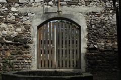 porte (bulbocode909) Tags: pierre bois murs portes