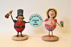 Terncio e Doralice (* Cludia Helena * brincadeira de papel *) Tags: brazil brasil studio doll joy alegria papel papermache ateli criaes papelmach alegorias cludiahelena