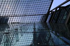 Glasfassade des Haupbahnhofs (Pascal Volk) Tags: berlin architecture wideangle architektur wa ww 16mm mainstation centralstation superwideangle sww berlinhauptbahnhof berlinmitte uwa weitwinkel swa ultrawideangle uww ultraweitwinkel superweitwinkel canonef1635mmf4lisusm canoneos6d