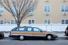 An appropriate car for someone playing the violone (Lars Plougmann) Tags: newyork car us unitedstates longisland rockaway roadmaster dscf9439