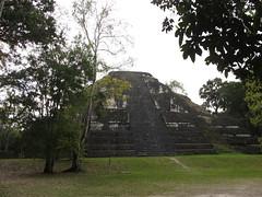 "Tikal: le Grande Pyramide <a style=""margin-left:10px; font-size:0.8em;"" href=""http://www.flickr.com/photos/127723101@N04/26171906841/"" target=""_blank"">@flickr</a>"