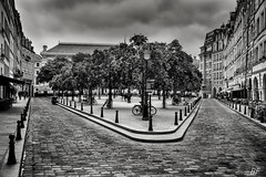 Right, left: to the same place (poupette1957) Tags: street city travel urban black paris art monument architecture canon french landscape town noir photographie deco rue bollards graphisme grandangle parisblackandwhite atmosphre noieetblanc imagesingulires