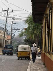 """Copan: les cowboys de Copan. Mister J est jaloux de leur chapeau ;) <a style=""""margin-left:10px; font-size:0.8em;"""" href=""""http://www.flickr.com/photos/127723101@N04/26523241836/"""" target=""""_blank"""">@flickr</a>"""