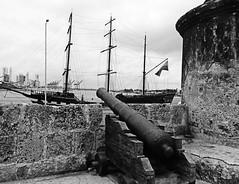 Piratas del Caribe (Orzaez212) Tags: puerto amrica colombia colonial olympus bn effect cartagena muralla historia can caribe piedra pasado filtro suramrica corralito galen flickrtravelaward