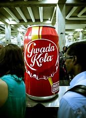 Bienvenue  la Guadeloupe (Jack_from_Paris) Tags: red colors de rouge lomo  cola tapis pointe gr capture ricoh lr guadeloupe tourisme gwada bagages pitre aroport touristes apsc nx2 r0001620