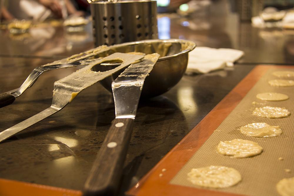 Fazendo biscoito na Kambly - espátulas e base do mandelcaramel
