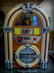 365, 2016   A photo a Day. No 14 (lizzieisdizzy) Tags: wood old music electric radio lights design box blues plastic controls cds tuner rockandroll stations juke favoritebands