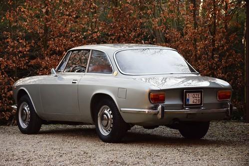 New in stock : Alfa Romeo 1750 GT Veloce (1970).