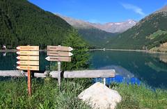 Im schönen Vernagt am Lago di Vernago (uwelino) Tags: ca italien blue italy alps spectacular lago see amazing cool europa europe sommer best glacier loveit adventure juli alpen wandern texel südtirol altoadige stausee wegweiser schnalstal 2015 vinschgau trakking spectacularlandscape ötzi vernagt schnals texelgruppe similaun bestoftheday thebestofday