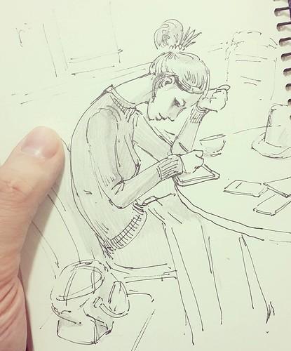 Настя рисует на своем маленьком планшетике в знаковый день