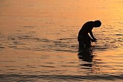 Isla Fuerte. (Mile_Na) Tags: contraluz atardecer mar playa hombre
