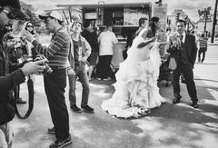 Happy Groom (Gabriel M.A.) Tags: street camera bw paris france sunglasses canon groom bride grain tourists icecream champdemars 5d fullframe f56 chimping gazing f28 boissons icecreamcone 32mm pontdina tamronapaf2875mmf28xrdi
