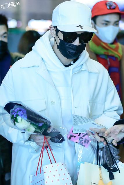 160215 Jonghyun @ Aeropuerto de Incheon {Llegada a Corea} 25071921935_0426972c11_z