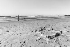 Complicit (Stphane Slo) Tags: mer vacances eau sable bretagne plage morbihan tourisme ocan erdeven chateaudesable pentaxk30