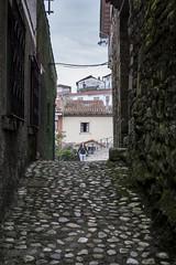 Callejon (Jose Corral Espio) Tags: calle pueblo asturias paisaje urbano lastres llastres