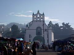 San Juan Chamula, Chiapas (De Mochila por México) Tags: san juan chiapas indigenas sanjuanchamula chamula chamulas indigenaschiapas sanjuanchamulachiapas chiapasmagico chamulasindigenas pueblosindígenasdechiapas sanjuanchamulachiapasméxico pueblochamula sanjuanchamulaindigena
