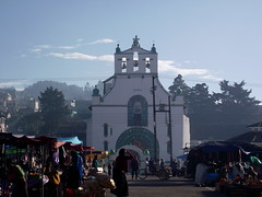 San Juan Chamula, Chiapas (De Mochila por Mxico) Tags: san juan chiapas indigenas sanjuanchamula chamula chamulas indigenaschiapas sanjuanchamulachiapas chiapasmagico chamulasindigenas pueblosindgenasdechiapas sanjuanchamulachiapasmxico pueblochamula sanjuanchamulaindigena