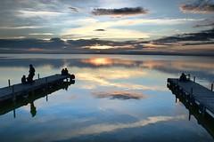 Por los que llegan hasta dnde se proponen. (carlosfm6) Tags: sky espaa lake valencia clouds contraluz landscape lago laalbufera