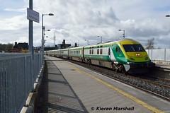 4007 passes Portarlington, 6/4/16 (hurricanemk1c) Tags: irish train rail railway trains railways caf irishrail intercity portarlington 2016 4007 mark4 iarnród éireann iarnródéireann 1420corkheuston