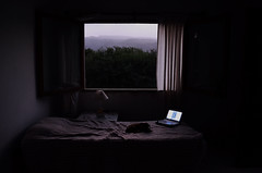 eterna.espera (Luciana Garca) Tags: light luz window puppy landscape photography pc bed nikon alone room contraste cama iluminacion habitacion d5100