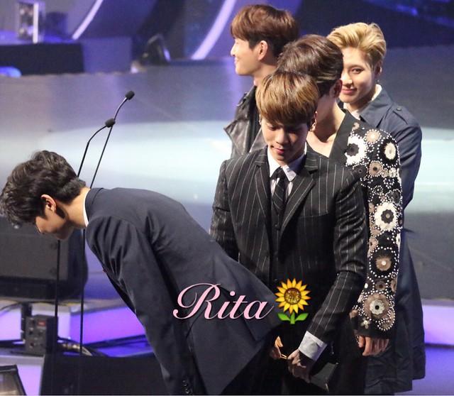 160329 SHINee @ 2016 KU Asia Music Awards' 25920682350_d2bef8a3b6_z
