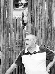 Fata Morgana -9- The End. (Jan 1147) Tags: wood portrait people blackandwhite bw fence belgium zwartwit vrt outdoor tvshow visitor portret hout hek mensen zw fatamorgana kaprijke televisieprogramma monochromr bezoeker buitenopname