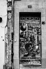 porte d'avignon (nicouze) Tags: street door blackandwhite bw streetart art noiretblanc tag jimmy graph nb porte hendrix hitchcock rue avignon ninasimone nicouze
