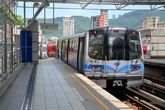 Taipei Metro - Line 2, 521, Beitou (Howard_Pulling) Tags: china roc nikon october metro taiwan taipei taiwanese 2014 taipeimetro howardpulling d5100