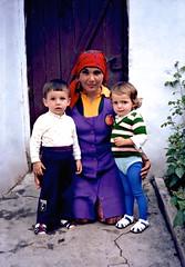 Ali Mumun, Zeliha & Semra, Polyanovo 1982 (ali eminov) Tags: girls boys children mothers bulgaria motherandson semra headscarves bulgaristan zeliha polyanovo markomale alimumun