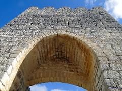 Astudillo (santiagolopezpastor) Tags: espaa wall spain puerta gate medieval walls espagne arco middleages muralla castilla palencia castillaylen murallas provinciadepalencia