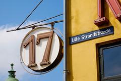 Nyhavn Copenhagen (Hkan Dahlstrm) Tags: street sign architecture copenhagen denmark photography nyhavn f90 dk 17 uncropped danmark kbenhavn 2016 kpenhamn kbenhavnk xe2 1400sek xc50230mmf4567ois 27101052016122901