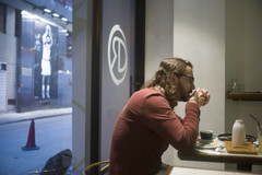 Thinking man (TAHUSA) Tags: camera leica portrait 35mm lens hongkong prime restaurant cafe bokeh f14 snapshot version snap goggle summilux v1 wanchai wideopen 3514 version1 cuppingroom prea hyperfocus steelrim ollux m9p summicron35mmf14v1prea