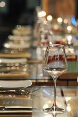 glas-en-tafel (Don Pedro de Carrion de los Condes !) Tags: restaurant dof glas lichtjes tafel donpedro maaltijd d700 gedekt