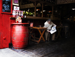 Taberna sevillana c (Joaquín Mª Crespo) Tags: street calle sevilla streetphoto bares callejeo barricas x100s sistamax