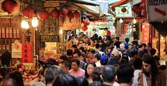 crowd jam (dvsung) Tags: street travel canon crowd taiwan tourists jiufen 70d sigma1750