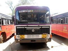 MSRTC Hirkani Bus spotted at kolhapur CBS (gouravshinde94) Tags: bus kolhapur ashokleyland asiad sawantwadi hirkani msrtc