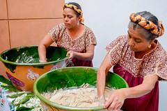 Gobierno de Oaxaca, Invita STyDE a vivir la XVII Feria del Tejate, evento de sabor e historia en San Andrs Huayapam, Oaxaca (GobOax) Tags: cue union feria oaxaca turismo mujeres comunidad bebida tradicion visitantes cacao objetivo guelaguetza maz antigedad hogares paladares elaboracin infraestructura huayapam degustar garbino participacin promover modernizacion consolidar derramaeconmica styde tejare eventohistoria programaculturalrepresentacin