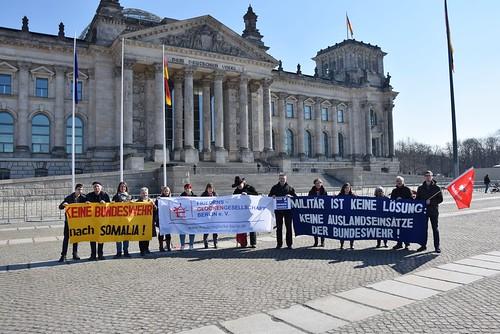 17.03.16: Protest vor dem Bundestag: Auslandseinsätze der Bundeswehr beenden! Keine Bundeswehr nach Somalia!