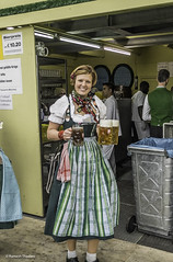Oktoberfest waitress (Ramesh_Thadani) Tags: by germany munich mnchen de bayern deutschland bavaria oktoberfest munchen mass muc beerfestival alemanha wiesn beerglass theresienhhe baviera theresienwiese munique masskrug monacodibaviera spatenbru ochsenbraterei bavarianmeal bavarianculture bavarianbeerglass beerjug spatenbier oktoberfest2015 bayerischekultur beerfestivalofmunich culturabavara