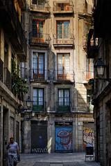 La llamada (JC Arranz) Tags: barcelona espaa luz atardecer 50mm arquitectura edificios nikon gente ciudad vella casco antiguo ciutat d3200