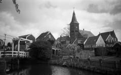 Marken, the North part of town. (Arne Kuilman) Tags: bridge blackandwhite film netherlands iso100 town nederland samsung scan pointandshoot drawbridge v600 brug agfa marken stad acros ophaalbrug maximabrug slimzoom290ws