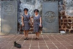 Twin tourists - Melaka, Malaysia. (Maciej Dakowicz) Tags: portrait twins malaysia melaka malacca